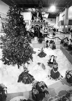 Parmatown mall memories: from Higbee's to Orange Julius (vintage photos) Vintage Christmas Photos, Retro Christmas, Vintage Photos, Christmas Classics, Christmas Images, Christmas Stuff, Ghost Of Christmas Past, Christmas Holidays, Christmas Windows