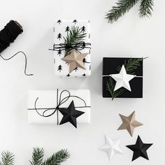 Printable 3D paper stars to use as gift toppers, or to hang on the tree!