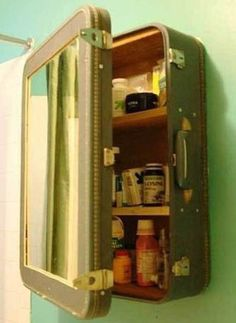 Vintage Suitcase Medicine Cabinet included in these 20 DIY Vintage Suitcase Projects and Repurposed Suitcases. Create unique home decor using repurposed old suitcases! Do It Yourself Furniture, Deco Originale, Vintage Suitcases, Vintage Luggage, Vintage Travel, Trash To Treasure, Home And Deco, Repurposed Furniture, Diy Furniture Vintage