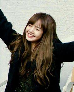 Lisa, how are you so beautiful? Blackpink Lisa, Jennie Blackpink, South Korean Girls, Korean Girl Groups, Snsd, K Pop, Lisa Blackpink Wallpaper, Black Pink Kpop, Blackpink Photos