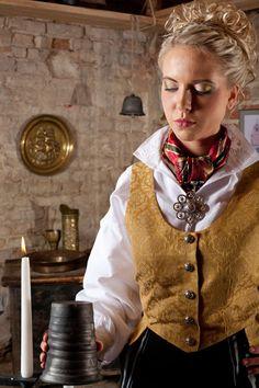 BUNADER - Kvinnebunad fra Troms