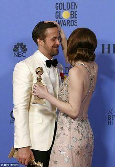Emma stone ryan gosling have fun at 74 annual golden globe awards