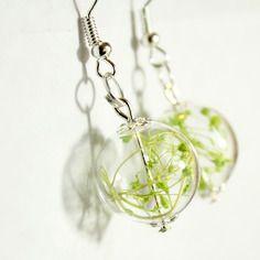 Boucles d'oreilles globe en verre transparent fleurs séchées gypsophile stabilisé vert - nature