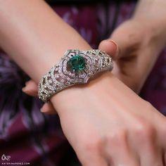 1,607 отметок «Нравится», 22 комментариев — KATERINA PEREZ/КАТЕРИНА ПЕРЕЗ (@katerina_perez) в Instagram: «This @LouisVuitton cuff bracelet is part of the brand's 'Conquetes' collection, dedicated to the…»