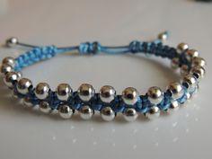 DIY Tutorial como hacer una pulsera de macrame estilo shamballa con bolas plateadas. bracelet beads.