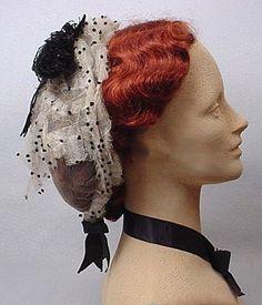 Petit chapeau en tulle blenc et rubans Victoria et Elizabeth