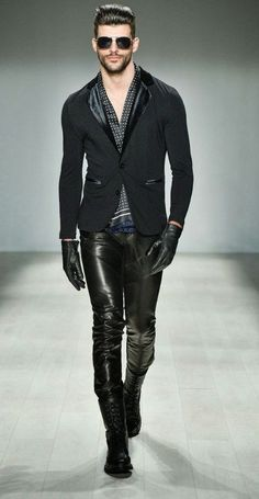 : HD Homme Autumn-Winter 2014 Toronto Fashion Week, though is imposible to wear gloves when u don,t wear a tshirt ! Runway Fashion, Mens Fashion, Fashion Trends, Moda Men, Toronto Fashion Week, Fashion Model Poses, Leather Jeans, Black Leather, Look Cool