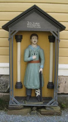 Wooden Statues, Lutheran