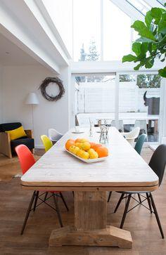 Eames Stuhl im Esszimmer? Die Eames Plastic Side Chair DSW von Vitra eignen sich hervorragend für das Esszimmer. Entdecke alle Varianten!  | #connox #beunique