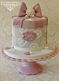 hat box cakes | Floral Hat Box Cake'