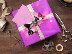 There's something magical about receiving a gift that's almost too beautiful to open. Wow your loved ones this season and present them with a package that'll warm their hearts. I'm sharing 6 artful (but...