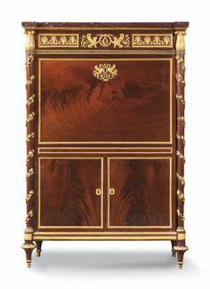 Rare secrétaire à abattant en acajou flammé et monture de bronze doré  de la fin de l'époque Louis XVI, vers 1790, estampillé B. MOLITOR