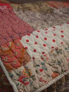 the paris apartment Patchwork Quilting, Patchwork Blanket, Country Quilts, Vintage Quilts, Fabric Crafts, Quilt Patterns, Origami, Sewing Projects, Knitting