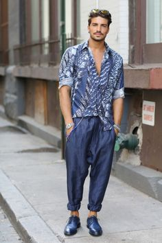 On day 2 of this all blue outfit stood out in the crowds with its dark denim harem pants complete with a beaded chain. Mens Style Guide, Men Style Tips, Mens Fashion Blog, Denim Fashion, Stylish Mens Haircuts, Men's Style, Style Blog, Male Style, Menswear