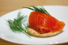 Gravlax is a delicious food from Sweden. Learn to cook Gravlax and enjoy traditional food recipes from Sweden. Swedish Dishes, Swedish Recipes, Fall Recipes, My Recipes, Favorite Recipes, Summer Recipes, Gravlax Recipe, Recipe Filing, Recipe Instructions