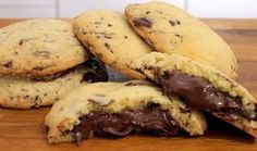 Nutella chocolate chip cookies are simply delicious. They are also easy to make as the cookie dough recipe is very basic but tasty. Chocolate Chip Cookies Rezept, Nutella Cookies, Chocolate Recipes, Protein Cookies, Protein Pancakes, Sweets Recipes, Cookie Recipes, Oreo, Biscuits