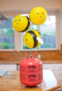 Hostess with the Mostess® Buzz, buzz, buzzzzzzzzzzzz! These DIY Bumble Bee Balloons are such a fun project for any bee-themed birthday party… Diy Ballon, Ballon Party, Baby Birthday, 1st Birthday Parties, Birthday Ideas, Flamingo Party, Bee Gender Reveal, Balloon Crafts, Balloon Ideas