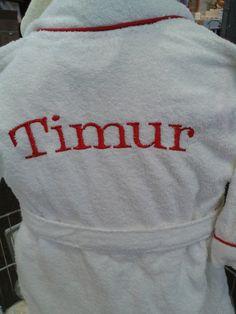 Timur geborduurd op een badjasje