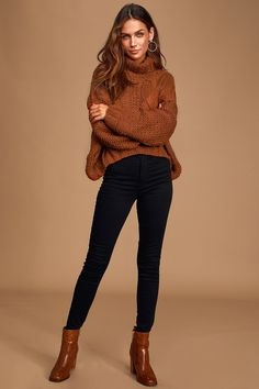 The Morning Snowfall Rust Brown Cable Knit Cropped Sweater pairs perfectly with leggings! Knit sweater with turtleneck, long sleeves, and cropped hem. Crop Top Sweater, Sweater And Shorts, Brown Sweater, Casual Work Outfits, Modern Outfits, Chic Outfits, Outfit Work, Classy Outfits, Blue Sweater Outfit
