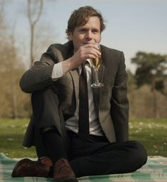 Shaun Evans, yes Shaun I'd like some wine Masterpiece Mystery, Endeavour Morse, Roger Allam, Shaun Evans, Good Looking Actors, Knight In Shining Armor, Beautiful Men, Beautiful Things, Beautiful People