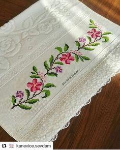 Small Cross Stitch, Cross Stitch Rose, Beaded Cross Stitch, Cross Stitch Borders, Cross Stitch Designs, Cross Stitch Patterns, Owl Quilt Pattern, Quilt Patterns, Embroidery Stitches