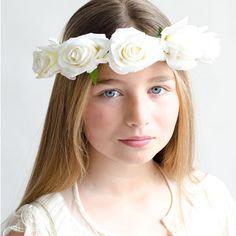 un tocado de flores blancas para tu pelo ideal para cualquier tipo de celebracin