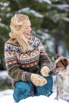 Fair Isle Knitting Patterns, Sweater Knitting Patterns, Icelandic Sweaters, Wool Sweaters, Nordic Sweater, Green Sweater, Sweater Fashion, Knitting Projects, Tweed