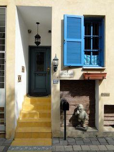 colors of the steps and then the door     Neve Tzedek