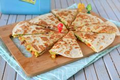 Quesadilla cu avocado - Retete culinare by Teo's Kitchen Lidl, Quesadilla, Chorizo, Avocado, Yummy Food, Yummy Recipes, Bacon, Picnic, Brunch