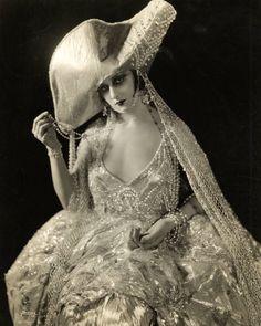 Unknown 1920's Stage Actressvia profilesinhistory.com         {theniftyfifties}