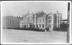 Helsingin vanha rautatieasema, jonka edustalla ajuriasema.  Lindahl Axel 1883 Helsingin kaupunginmuseo.