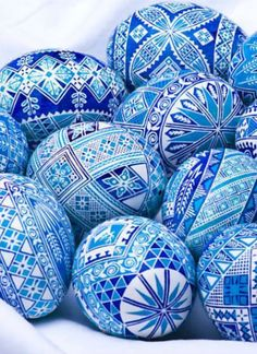 Pysanka art , Ukraine, from Iryna HRM: I have two wooden sets given to me by my Ukrainian aunt. So admire this art.