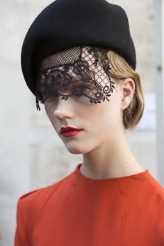 Ulyana Sergeenko Couture, Fall 2017 - Inspiring Hair and Makeup Looks From Paris Couture Week - Photos Couture Fashion, Runway Fashion, Fashion News, Fashion Show, Spring Hairstyles, Hat Hairstyles, Race Day Hats, Katherine Elizabeth, Ulyana Sergeenko