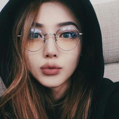 Tutorial – Girls with Glasses – - Makeup Tips Summer Korean Makeup Ulzzang, Korean Makeup Look, Korean Makeup Tips, Hairstyles Bangs, Glasses Hairstyles, Pony Makeup, Eyewear Trends, Korean Make Up, Girls With Glasses