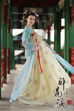 Chinese hanfu called ruqun. Tang dynasty style.