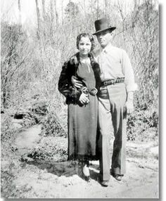 "Bonnie and Clyde were both very short people. Bonnie was 4' 10"". Clyde was listed as being 5'4"" on some arrest records and 5' 7"" on others."