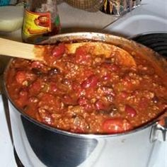 Debdoozie's Blue Ribbon Chili (easy recipe) This is the tastiest, easiest chili recipe you'll ever find. I recommend serving it with sliced jalapeno chile peppers and crackers or cornbread. Best Chili Recipe, Chilli Recipes, Mexican Food Recipes, Crockpot Recipes, Soup Recipes, Cooking Recipes, Chili Recipe With Coffee, Venison Recipes, How To Cook Chili