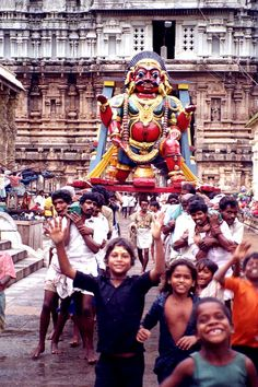 Tamil Nadu, Tiruvanamalai A god being carried by men accompanied by excited children inside the Tiruvanamalai temple. World Festival, Amazing India, India Culture, Hindu Festivals, Festivals Around The World, Cultural Diversity, Bollywood, India Travel, Paradise On Earth