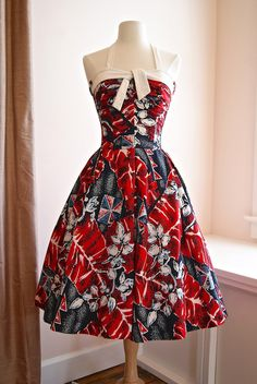 Xtabay Vintage Clothing Boutique - Pristine Kiilani cotton Hawaiian sun dress with cotton pique halter straps. Pretty Outfits, Pretty Dresses, Beautiful Dresses, Vintage Fashion 1950s, Retro Fashion, Club Fashion, Vintage Style, Vintage Dresses, Vintage Outfits