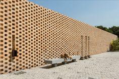 Tropical House Urveel / Design Work Group