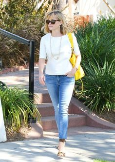 Reese Witherspoon - Reese Witherspoon Lunches in Brentwood