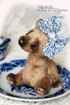 Teddy bear by Alena Kulichkina