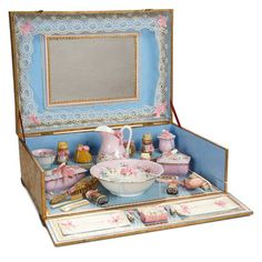 """Outstanding French """"Toilette"""" in Original Presentation Box for Large Bebe 1200/1800"""