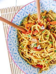 Chinese noodles with coconut milk and vegetables - vegetarien - Asian Recipes Veggie Recipes, Asian Recipes, Vegetarian Recipes, Cooking Recipes, Healthy Recipes, Vegan Vegetarian, Food Porn, Salty Foods, Food Tags