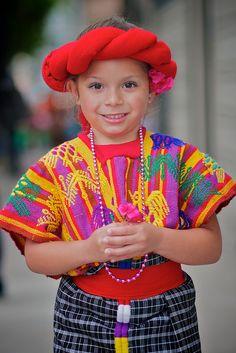 Guatemalan textile - Proyección Folklórica Guatemalteca Xelaju - 2012 San Francisco Carnaval Grand Parade