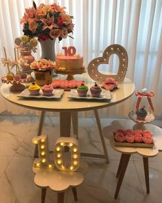 [New] The Best Home Decor (with Pictures) These are the 10 best home decor today. According to home decor experts, the 10 all-time best home decor. Cake Table, Dessert Table, Birthday Decorations, Table Decorations, Baptism Decorations, Gold Bridal Showers, Its My Bday, Ideas Para Fiestas, Birthday Pictures