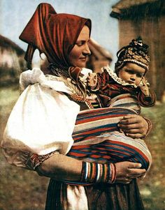 Old Photographs, Baby Wearing, How To Wear, Fashion, Moda, Fashion Styles, Old Photos, Fashion Illustrations, Old Pictures
