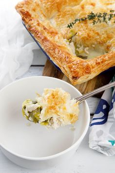 Pies are the perfect comfort food during winter. The pastry aroma fills the kitchen as it cooks, & the hearty chicken pie filling will warm you through. Creamy Chicken Pie, Chicken Potpie, Breakfast Recipes, Dinner Recipes, Recipe Maker, Best Casseroles, Dinners To Make, Pot Pie, How To Cook Chicken