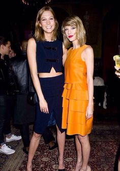 TAY LOOKS SO SHORT BESIDE KARLIE BUT THEN WE ALL KNOW SHES TALL AF AND BOTH OF THEM ARE WEARING HEELS SO THEY ARE ACTUAL TALL AF ESPECIALLY KARLIE MY SELF-ESTEEM IS GONE RN