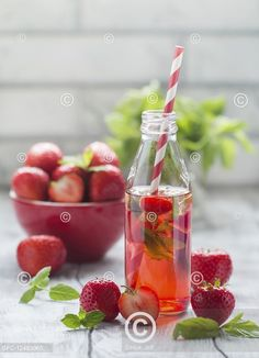 Osvěžující jahodová limonáda, Refreshing summer drink with Strawberry Refreshing Summer Drinks, Fresh Fruit, Watermelon, Strawberry, Cooking, Food, Kitchen, Essen, Strawberry Fruit